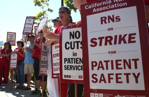Nurses strike at Mills-Peninsula hospital, 2011. (Photo by Justin Sullivan)